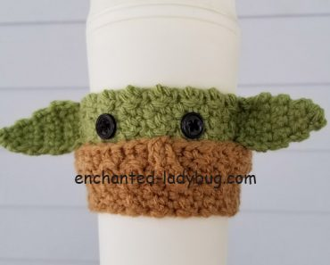 How the Baby Yoda Crochet Pattern is Making Us Talk About ... | 297x370